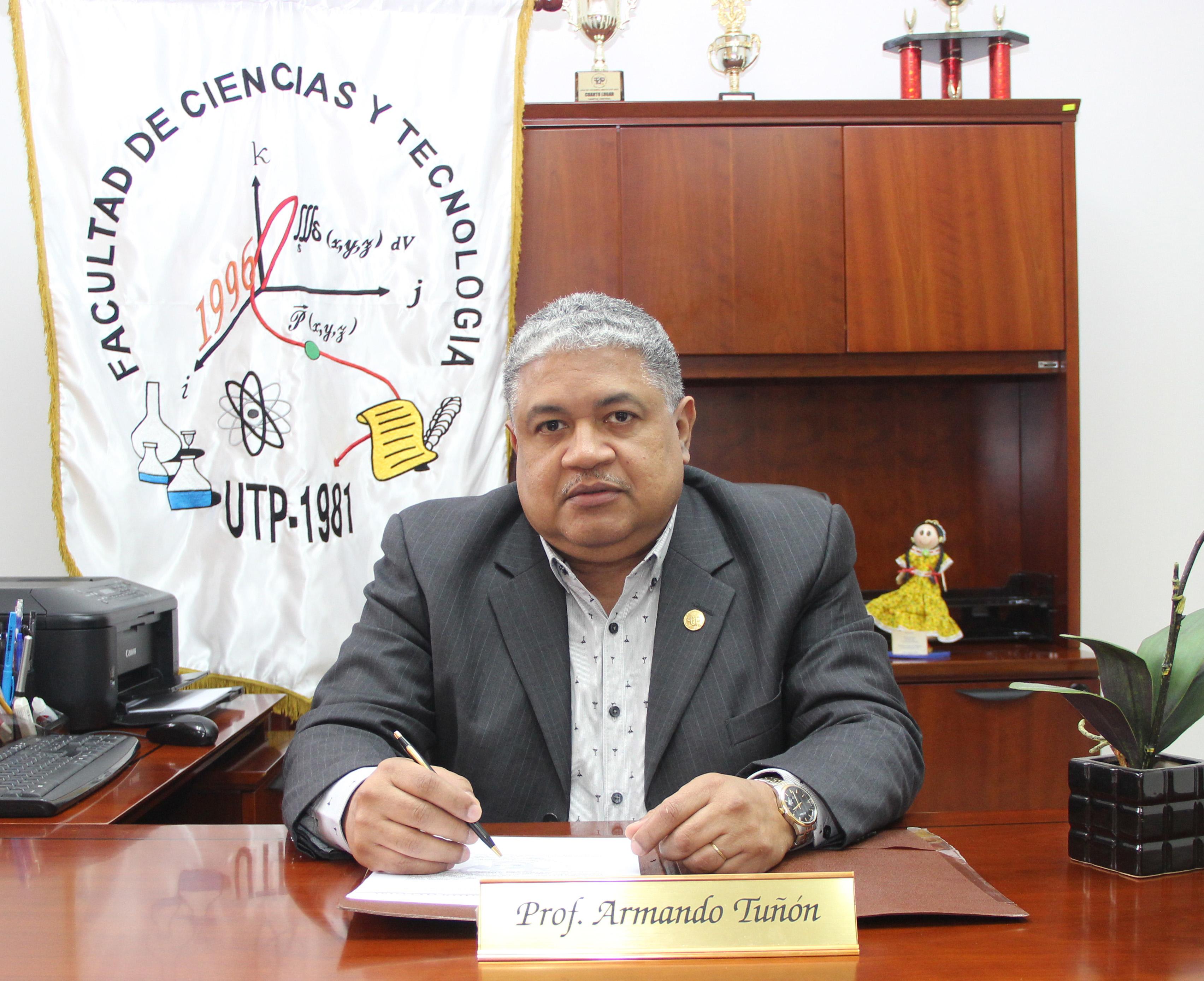 Coordinador de Postgrado Mgtr. Armando Tuñón